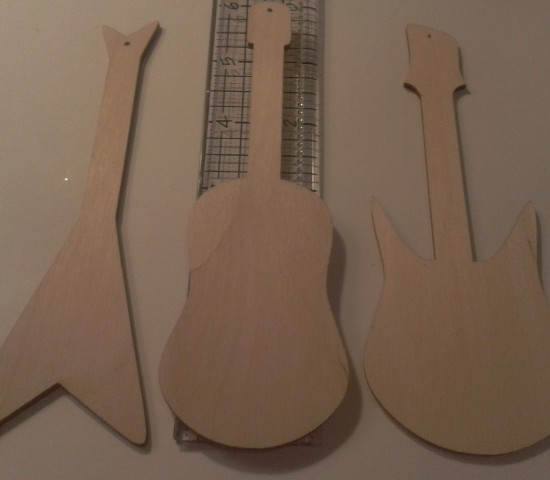 SET OF 3 GUITARS